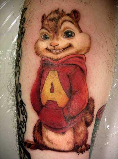 Bela tatuagem na perna de um cara - de esquilo
