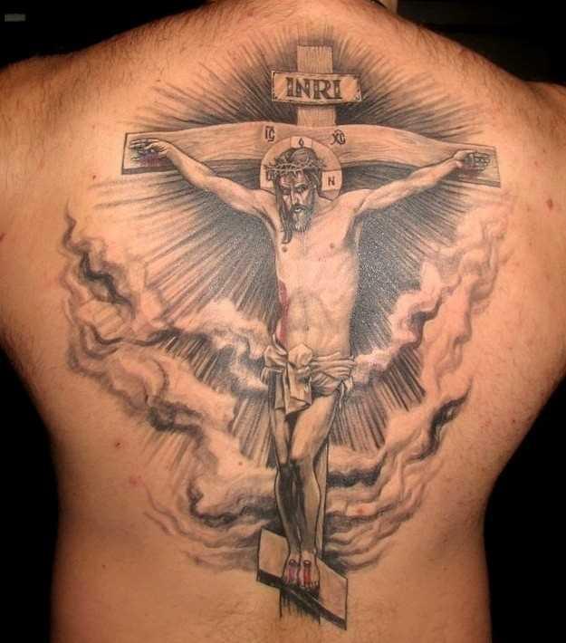Bela tatuagem nas costas do cara - cruz