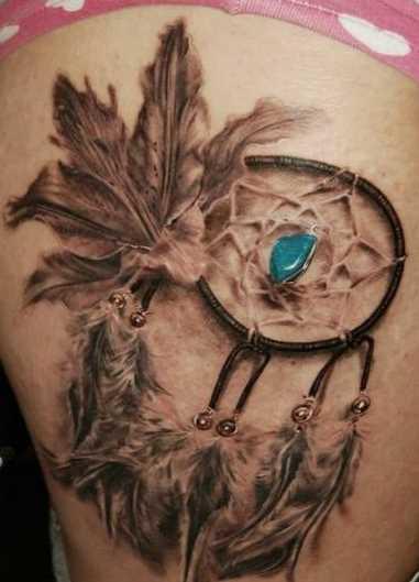 Bela tatuagem nas coxas da menina - apanhador de sonhos