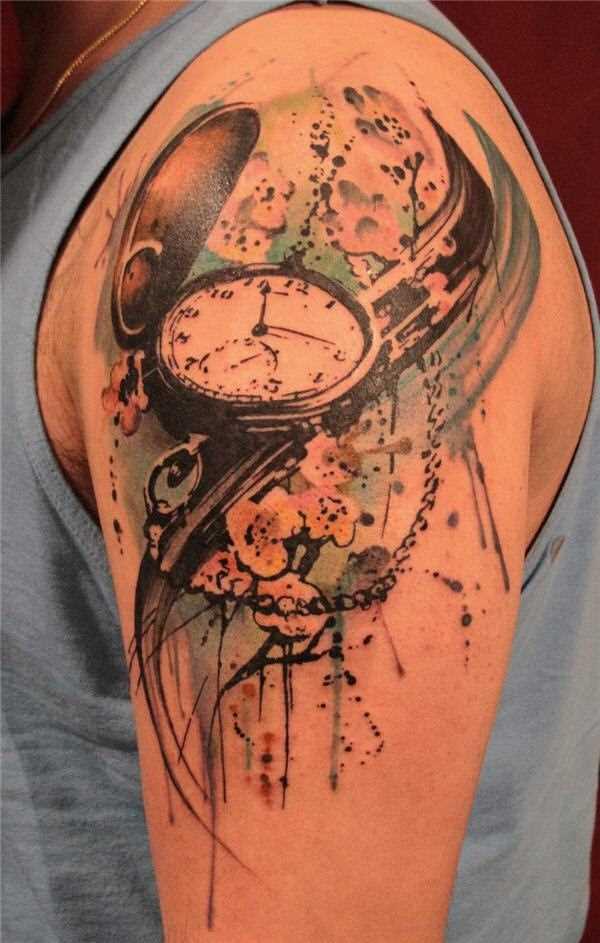 Bela tatuagem no ombro de um cara - de relógios de bolso
