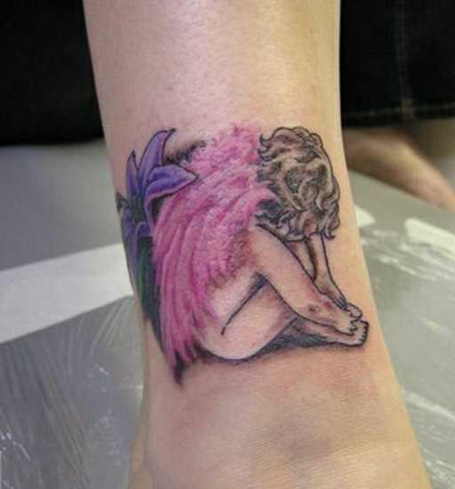Bela tatuagem t a menina - anjo e a flor