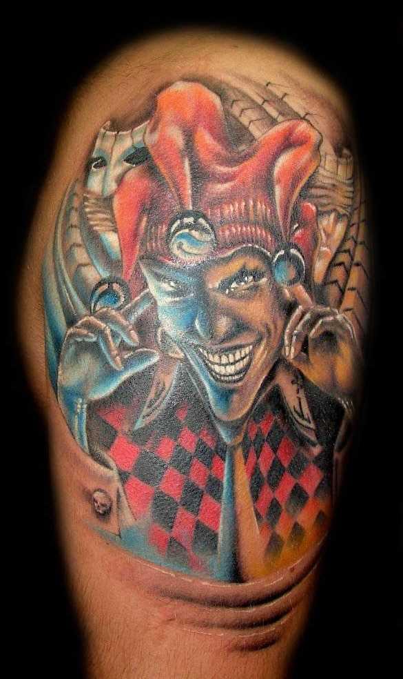 Cores de tatuagem de palhaço no quadril homens