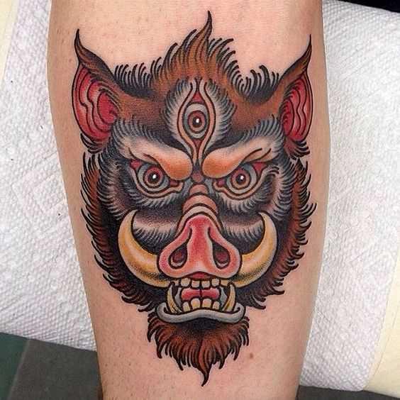 Cores de tatuagem javali no antebraço cara