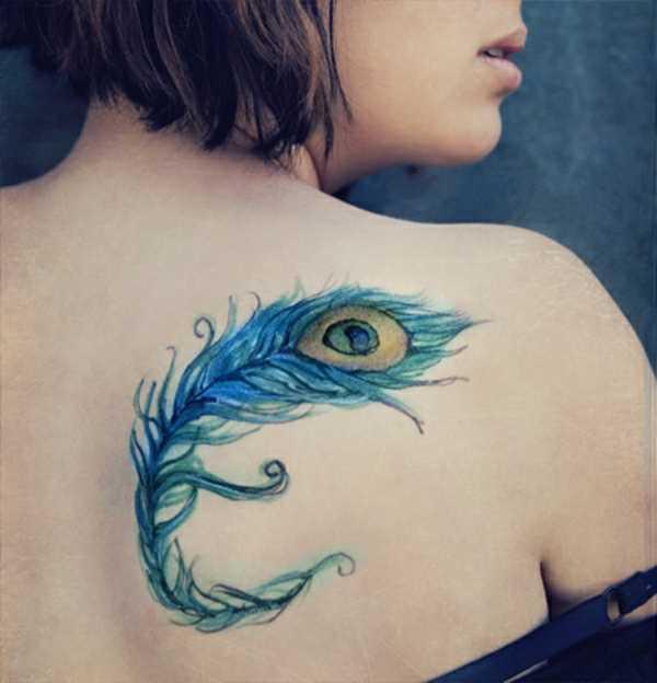 Cores de tatuagem que a menina a lâmina em forma de caneta pavão