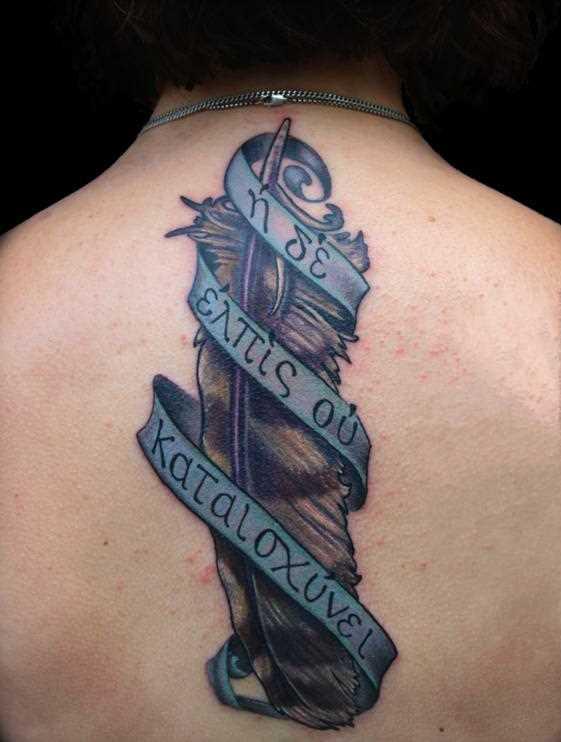 Cores de tatuagem que a menina da coluna vertebral - caneta