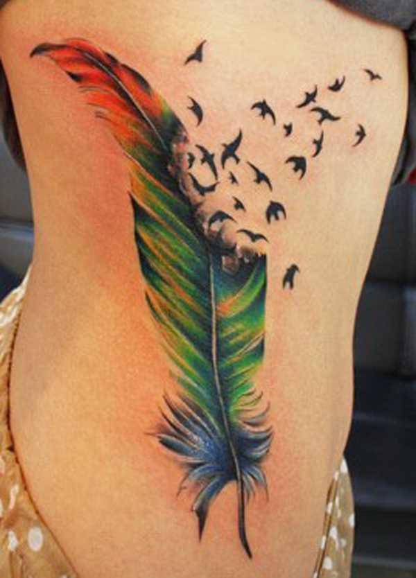 Cores de tatuagem que a menina de lado em forma de caneta e pássaros