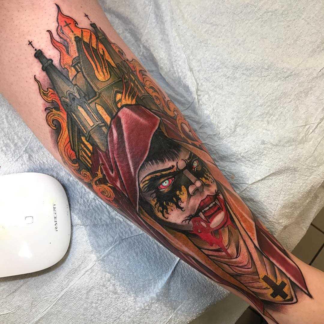 Desenho colorido de um vampiro sobre a perna de um cara