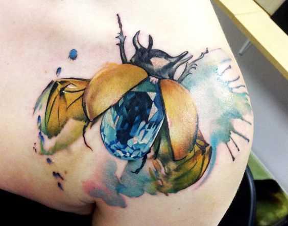 Figura escaravelho blade menina