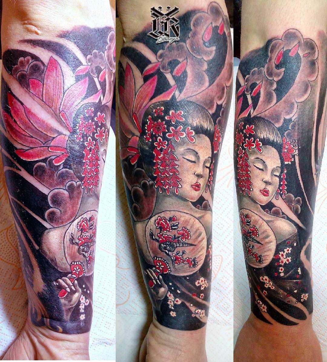 Foto da bela tatuagem em estilo oriental no antebraço cara