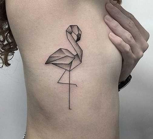 Foto da tatuagem no estilo de um gráfico sobre as costelas menina