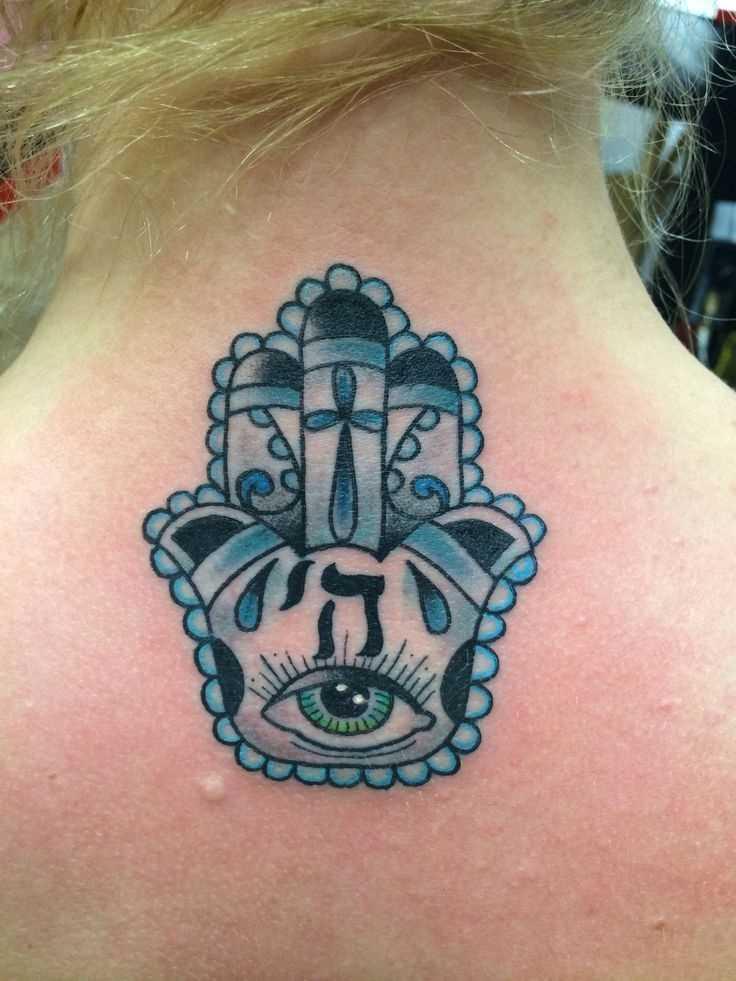 Foto de azul tatuagem mão de miriam no bairro judeu de estilo na parte de trás da menina