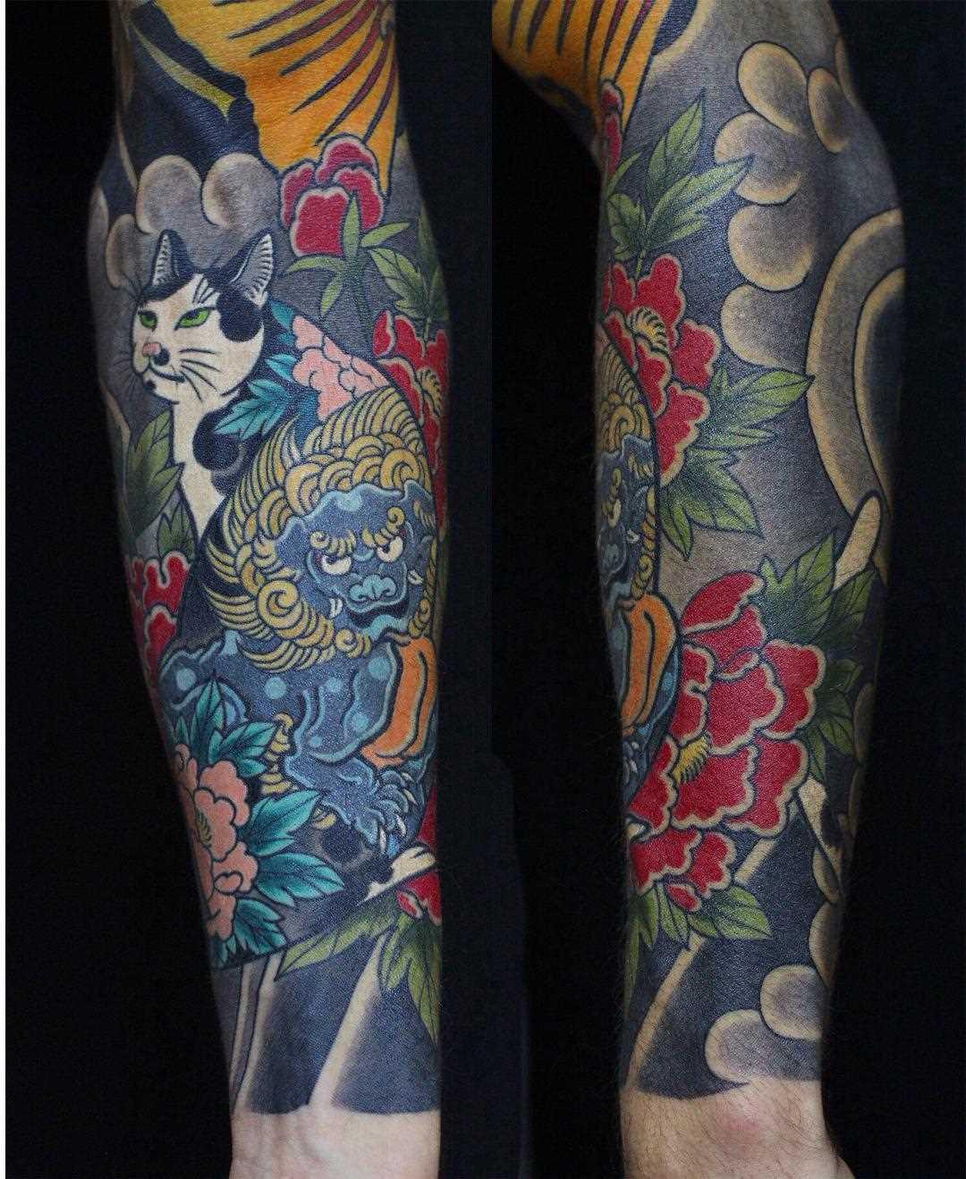 Foto de uma tatuagem em estilo oriental na manga cara