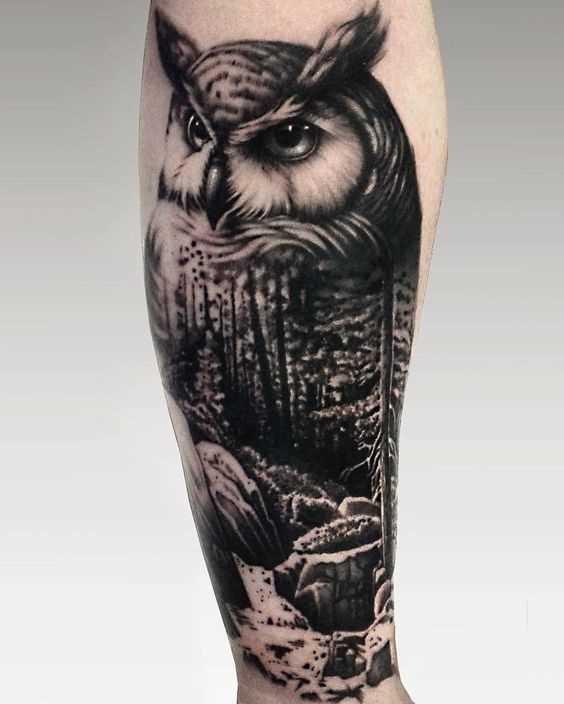 Fotos de tatuagem de coruja em um estilo de blackwork no antebraço cara