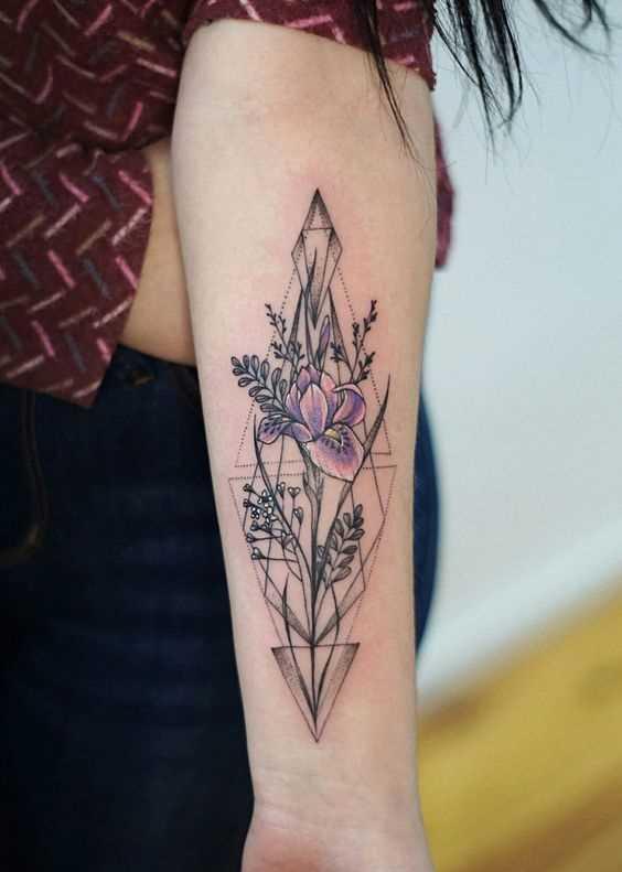 Fotos de tatuagem de íris no antebraço da menina