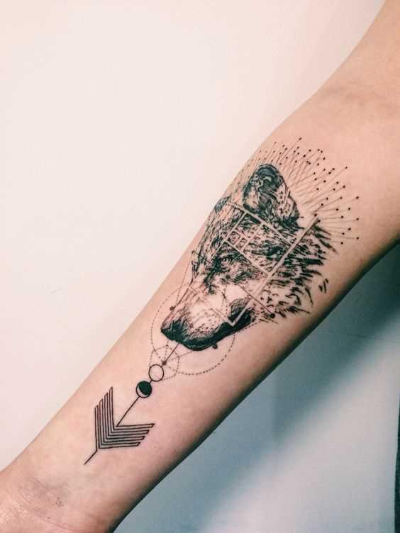 Fotos de tatuagem de lobo no estilo de geometria no antebraço da menina
