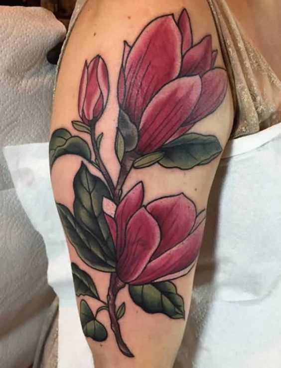 Fotos de tatuagem de magnólia no ombro da menina
