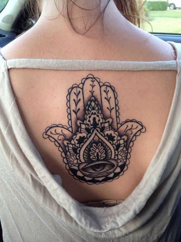 Fotos de tatuagem de mão de miriam no bairro judeu de estilo na parte de trás da menina