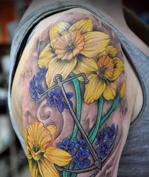Fotos de tatuagem de narciso no ombro da menina