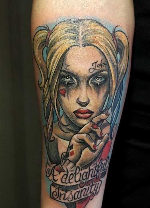 Fotos de tatuagem de uma menina no estilo newschool no antebraço cara