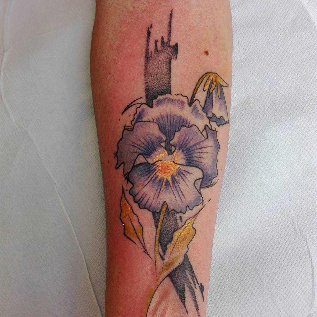 Fotos de tatuagem de violeta no antebraço da menina