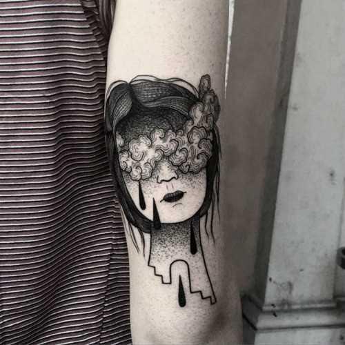 Fotos de tatuagem no estilo do surrealismo na mão de um cara