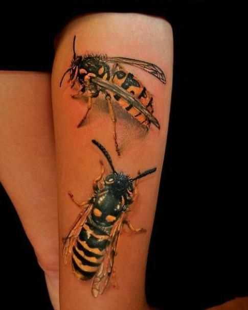 Legal a imagem de abelhas no quadril da menina