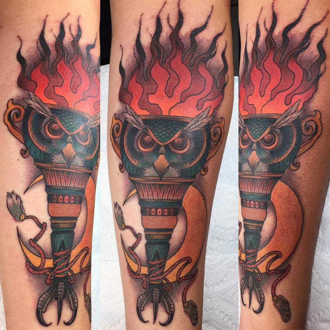 Legal a tatuagem da tocha no antebraço cara
