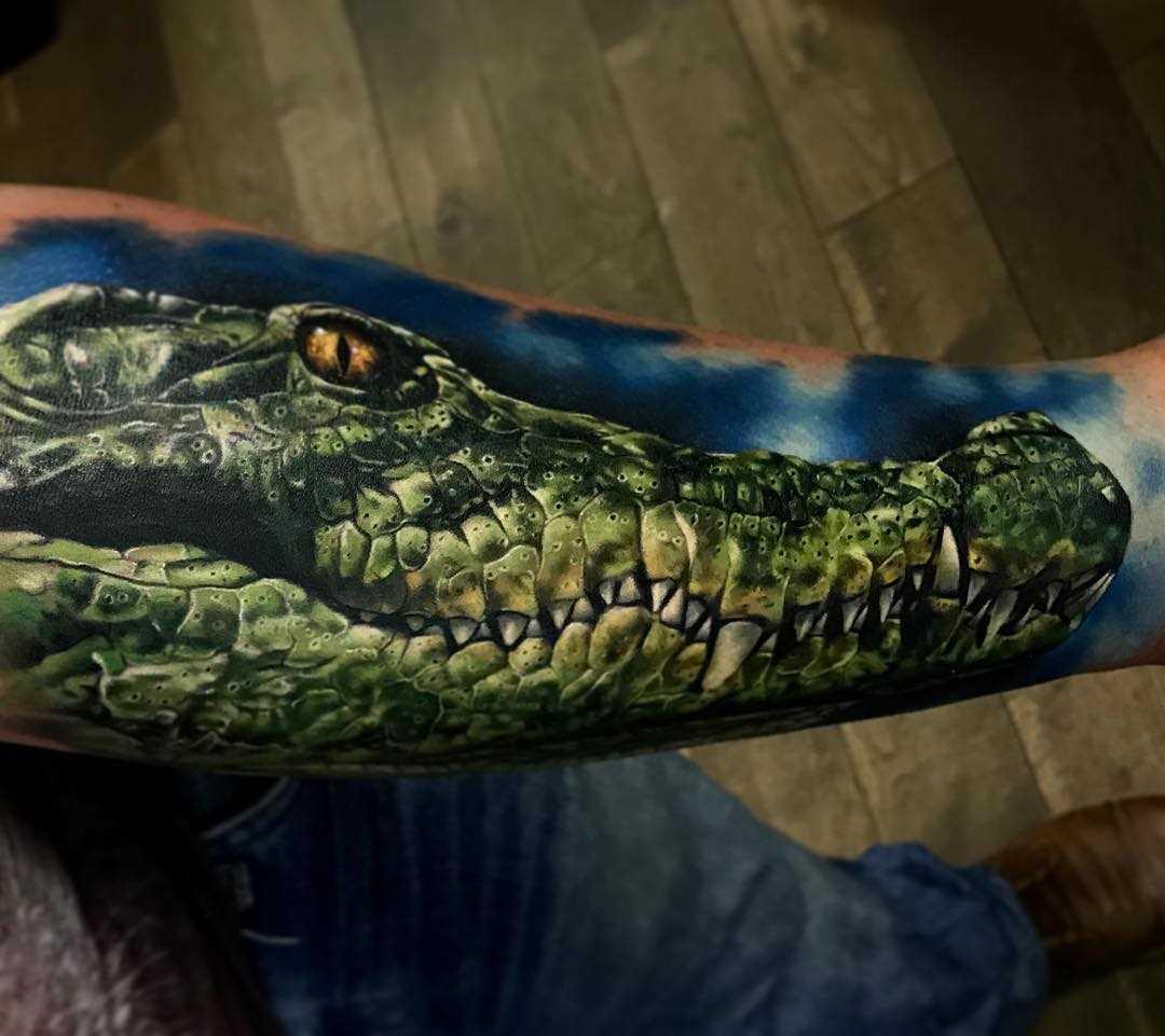 Legal a tatuagem de crocodilo no antebraço cara