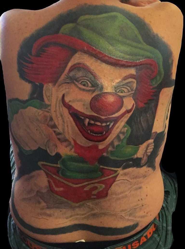 Legal a tatuagem de palhaço nas costas de homens