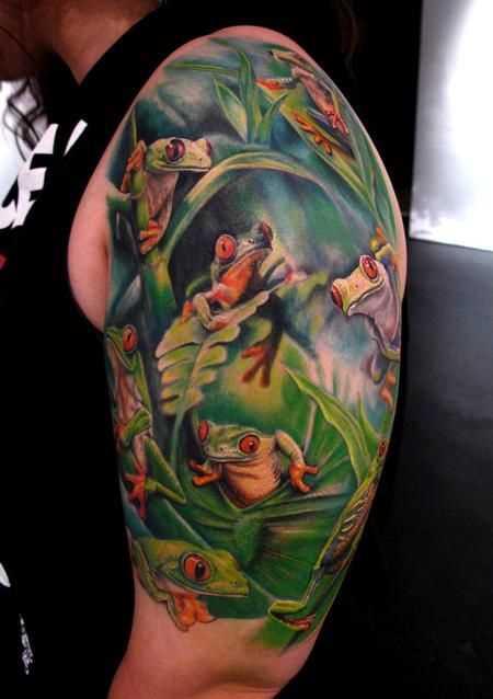 Legal a tatuagem de sapos no ombro do cara
