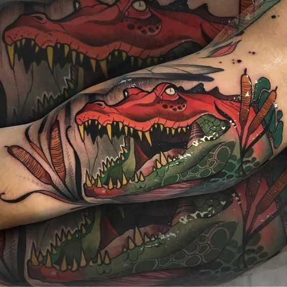 Legal a tatuagem de um crocodilo na mão de um cara