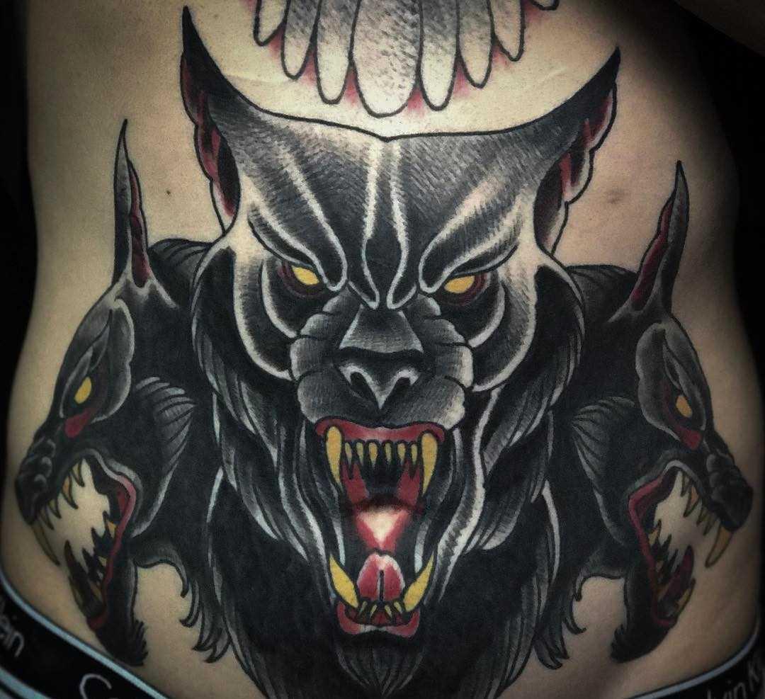 Legal a tatuagem e negativo na barriga do cara