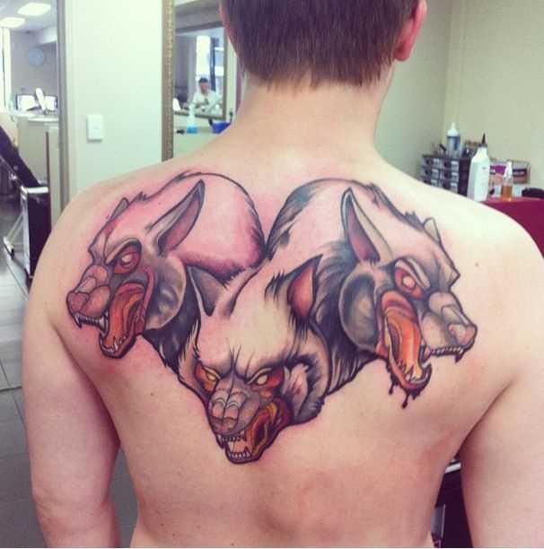 Legal a tatuagem e negativo nas costas do cara