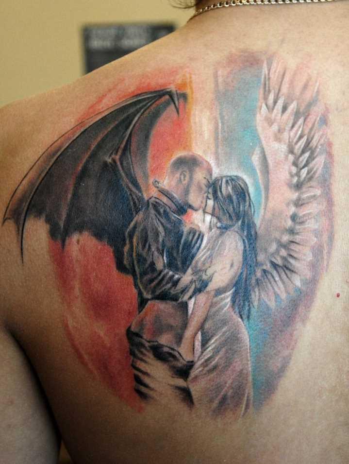 Linda tatuagem de blade o cara - de- anjo e um demônio