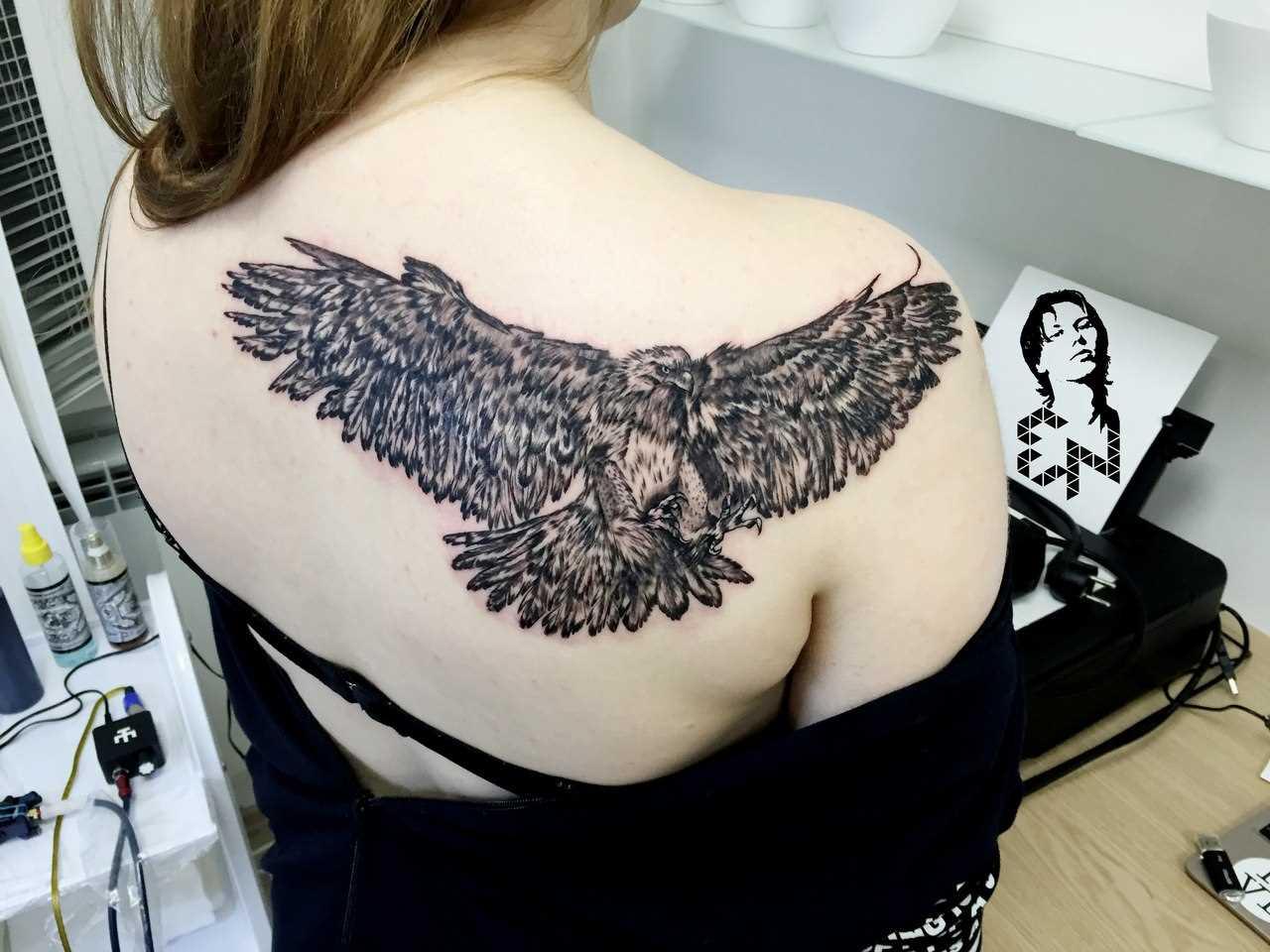 Tattoo blade a menina - águia