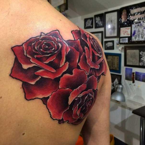 Tattoo blade cara rosas vermelhas