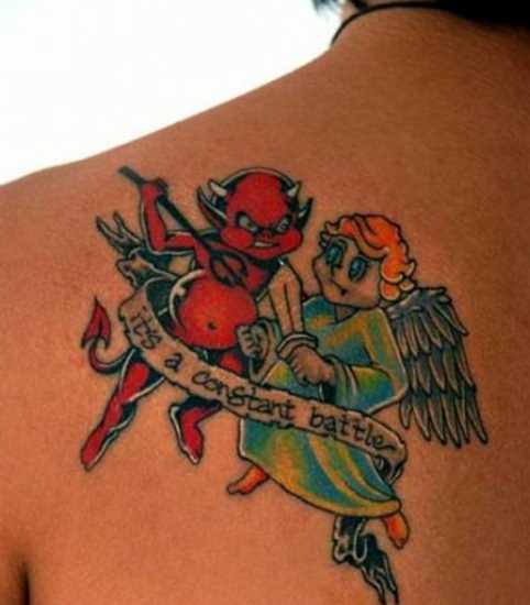 Tatuagem blade a menina - anjo, demônio e inscrição