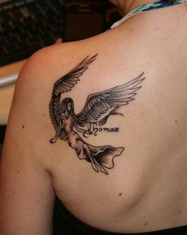 Tatuagem blade a menina - anjo e a inscrição do nome