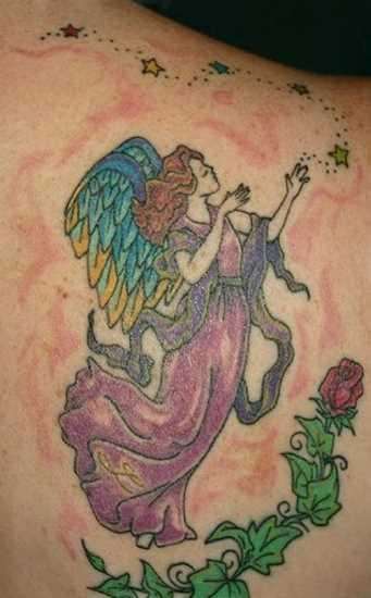 Tatuagem blade a menina - anjo em forma de menina, uma estrela e rosa