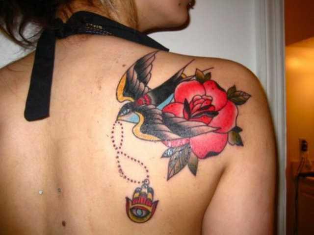 Tatuagem blade a menina - rosa e a andorinha