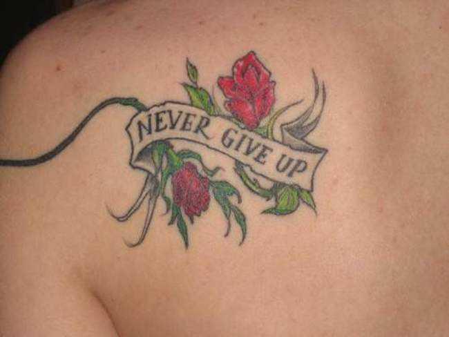 Tatuagem blade a menina - rosa e inscrição