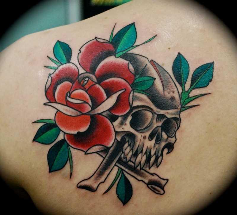 Tatuagem blade a menina - rosa e o crânio