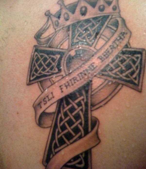 Tatuagem blade cara - a cruz e a coroa