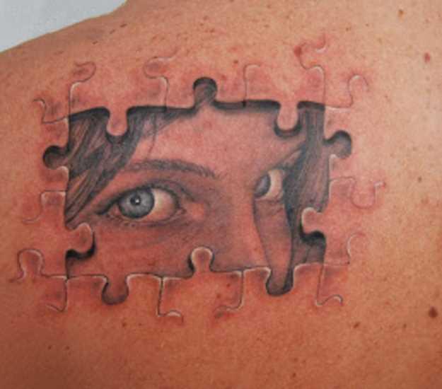 Tatuagem blade cara de quebra - cabeça e o rosto de uma menina