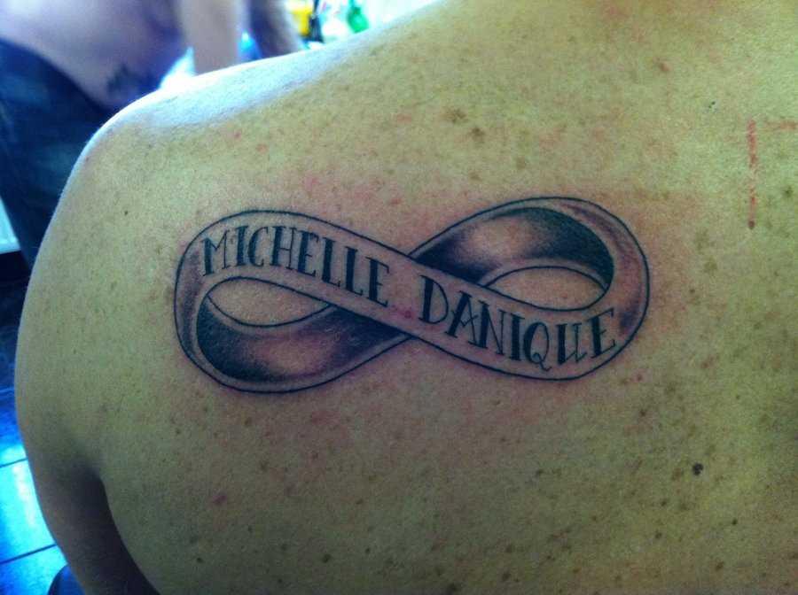 Tatuagem blade cara - infinito e legenda em inglês