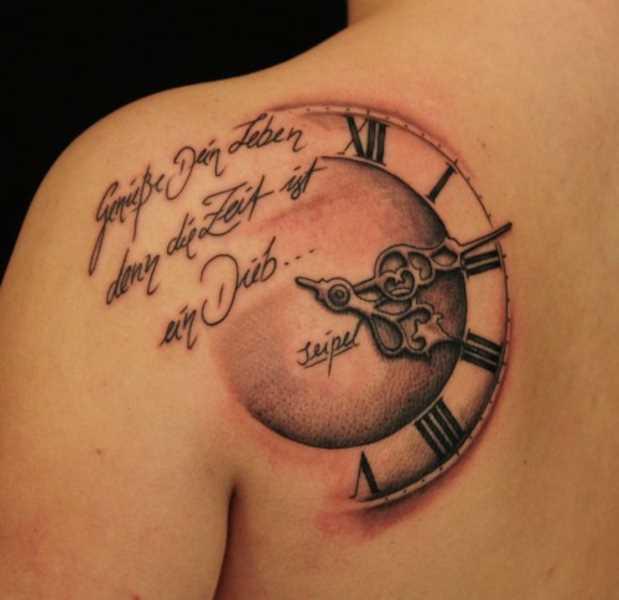 Tatuagem blade cara - relógio e inscrição em