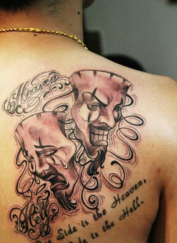 Tatuagem blade menina - a máscara e a legenda em inglês