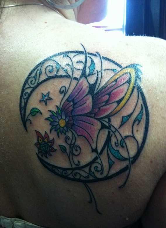 Tatuagem blade menina - lua, borboleta e flores