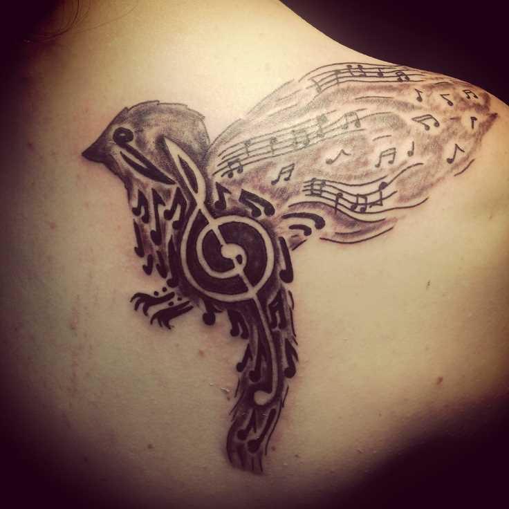 Tatuagem blade meninas - as notas da clave de sol e o pássaro
