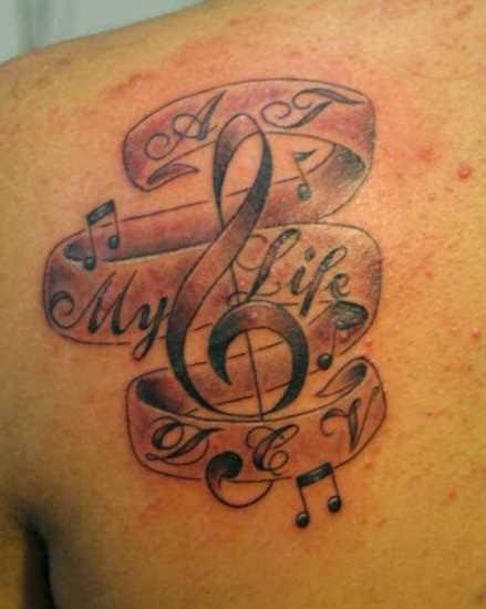 Tatuagem blade meninas - clave de sol, as notas e a indicação